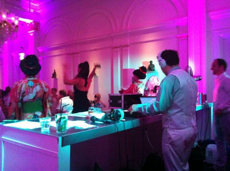 DJ @ Wereldmuseum, met zangeres & geurenman (iov Oogziekenhuis Rotterdam)